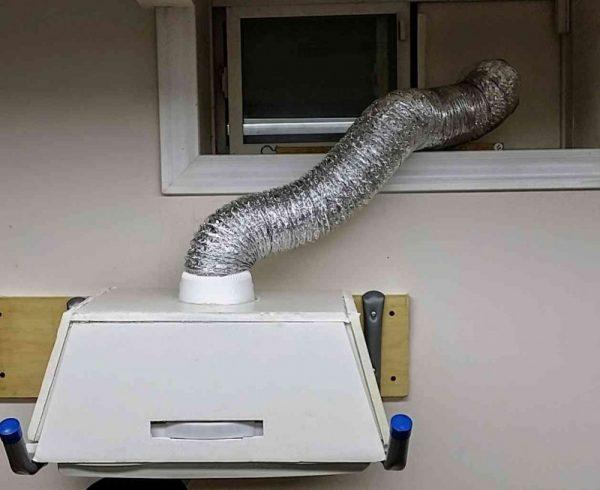Extractor fan in use